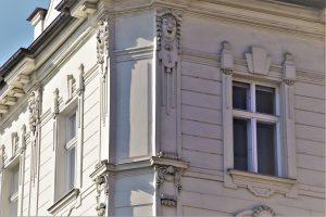 Проверка качества штукатурных работ по фасаду жилого дома